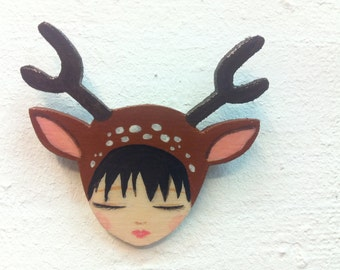 Deer girl brooch light brown and dark brown zoownatas