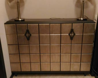 Chest of drawers with art deco leaf