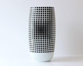 Rosenthal Vase/Victor Vasarely/Optical Vase/Black on White / Optical Graphic