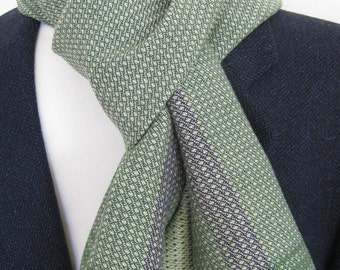 Hand-woven soft scarf for men and women with Merino Wool