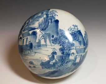 Chinese Antique 19th Century Qing Dynasty Blue and White Small Porcelain Box