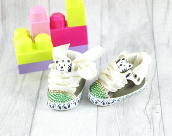 Baby Shoes Green, White Kitten 3-6 months