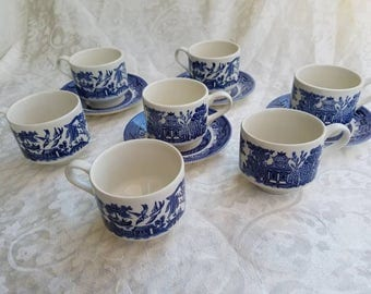 Lot of vintage blue willow cups and saucers (7 cups and 4 saucers), Churchill, made on England, blue and white