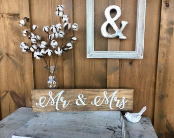 Mr and Mrs / rustic wood pallet sign / wedding / bride groom