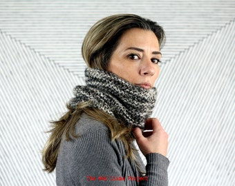 Hank knitted cowl I Circular tube scarf I Soft wool neck warmer I Cozy chunky snood