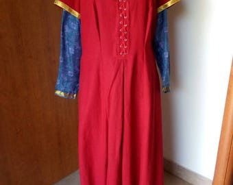 Medieval gown in linen and silk
