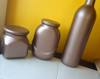 set of metallic glass containers