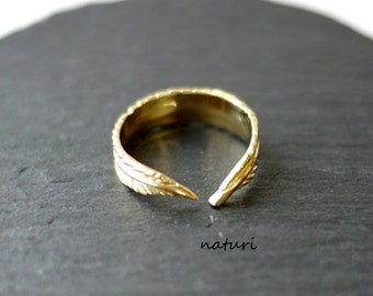plume/brass feather ring