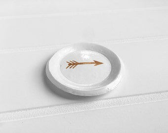 White Ring Dish with Rose Gold Arrow