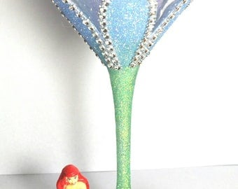 Figure martini glass