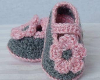 Crochet flower baby shoes