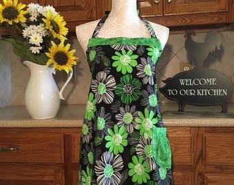 Apron / Handmade apron / Full apron / Black and Green Floral Apron / Cute apron / Flirty Apron / Full Front Apron / Woman's apron