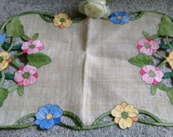 Pretty Vintage Applique Floral Traycloth