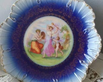 Victorian floblue decorative plate.excellent condition. Cherub