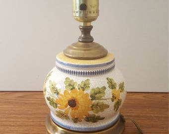 Small lamp with floral décor