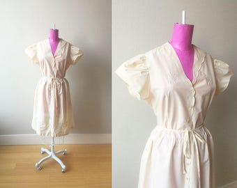 1940s Minimalist Cream Dress with Floral Embroidery