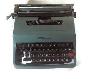 Vintage Typewriter, Olivetti Lettera 32, 1960s, Vintage - Portable Manual typewriter - WORKING with a new ribbon, Italian typewriter, QWERTY