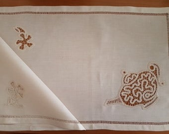 Breakfast available in linen embroidered by hand with Renaissance technology