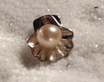 Clam shell Pendant with Akoya Pearl.