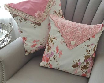 Beautiful vintage barkcloth pillow cover. White and pink