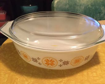 Vintage Pyrex 045 Casserole Dish Town and Country
