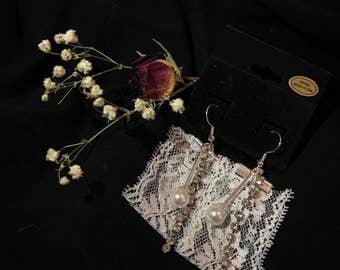 Ribbon earrings, pearl earrings, stick earrings