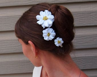Bridal hairpiece/ White hair flowers/ White daisy hair clip/ Wedding hair clip/ White silk hairpiece/ Gold flower clip/ White daisy hair pin