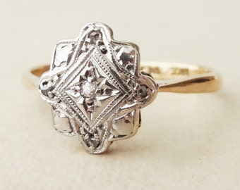 Art Deco Scalloped Edge Ring, Vintage 18k Gold, Platinum and Diamond Engagement Ring, Approx Size 6.5