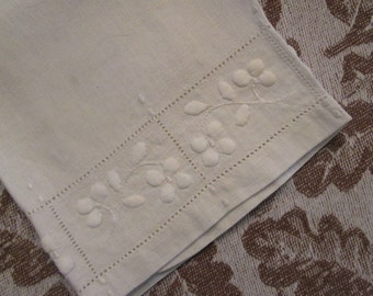 Vintage Linen Fingertip Towel - White Floral Embroidery and Embossing