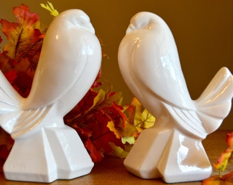 Unique pair of vintage ceramic white bird vases. Holiday table centerpiece. Art deco style