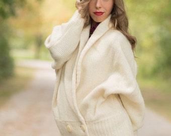 ON SALE Vintage Ivory Cocoon Sweater Wrap (Size Medium/Large)