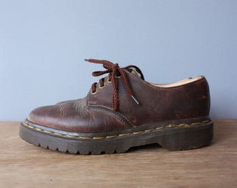 vintage dr martens shoes UK 3, US 5 / brown leather oxfords / womens lace up shoes