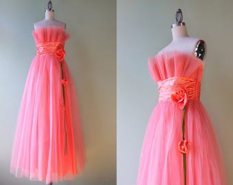 1950s Dress / Vintage 50s Tulle Party Dress / 1950s Strapless Tulle Floral Satin Formal Dress small S