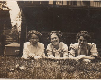 Original Vintage Photograph Snapshot Women Friends on Elbows in a Row Outdoors 1910s