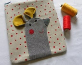 Mouse pouch on LINEN with red dots