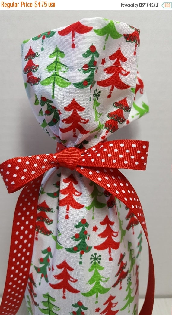 On sale christmas wine bottle gift bag green red by makemeover for Wine bottle christmas tree frame for sale