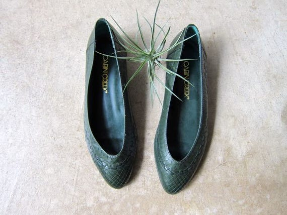 80s Leather Shoes Vintage Green Slip Ons Leather Sandals Pointy Boho Flats Preppy Summer Shoes Resort Wear Womens Size 5.5