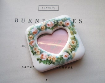 Vintage Shabby Chic Porcelain Picture Frame * Heart Shaped Frame * Valentine Gifts * Love and Romance * Peach Roses * Bedside * Desk *