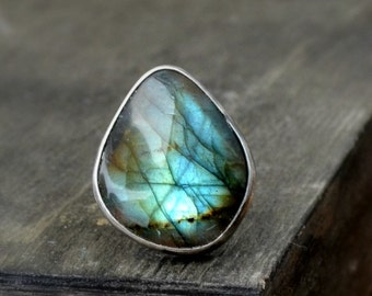 Labradorite ring, sterling silver ring, metalwork jewelry, oxidized sterling silver, minimalistic design, rustic texture, ring size 6