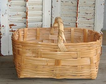 Vintage Woven Basket / Rustic Farmhouse Basket / Gathering Storage Basket with Handle