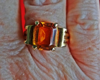 Vintage gold tone size 7 golden topaz rhinestone ring in great condition