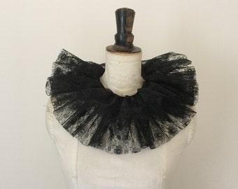 Black lace neck ruff - Circus costume - Burlesque - Masquerade costume.