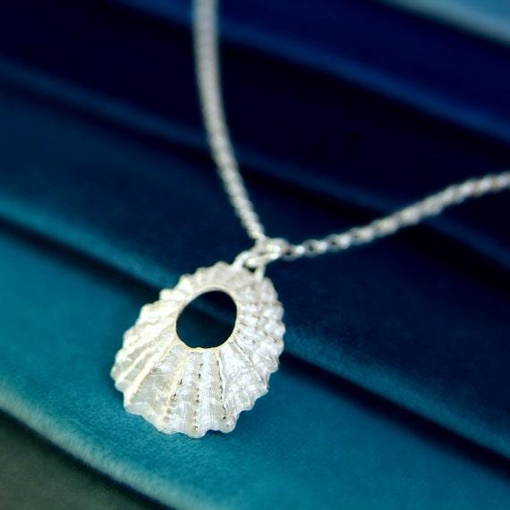 Silver shell pendant necklace nautical jewellery beach te gusta este artculo aloadofball Gallery