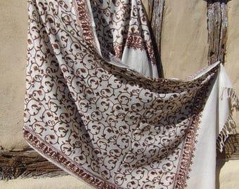 "Fine Wool  Luxurious shawl/stole. Pure  wool. White, Copper. Kashmir. 80 x 20"" 203 cm x 50 cm"