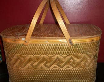 Vintage Rattan Picnic Basket with Sectioned Plate and Cup Service for 6