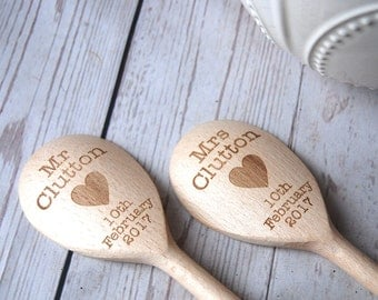 Personalised wooden Spoons ~ MR & MRS ~ Perfect Wedding present / gift