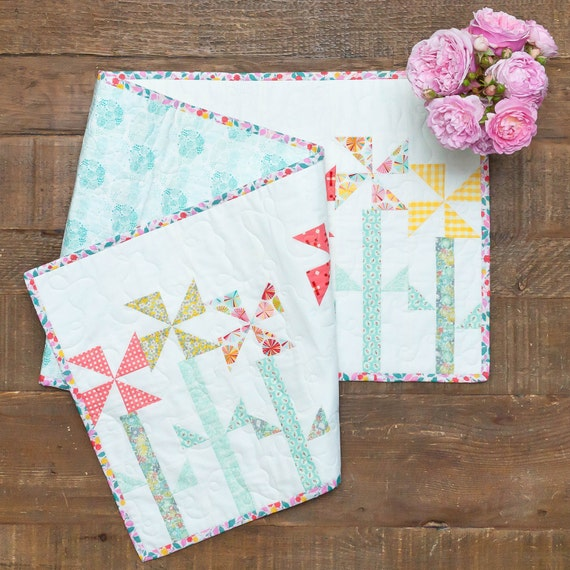 Pinwheel Posies - Table Runner and Place Mats Pattern