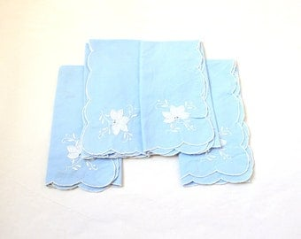 Blue Scalloped Napkins with White Flower Applique x 4