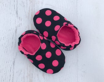 Pink polka dot baby girl shoes - baby booties - soft sole shoes - toddler girl shoes - slipper shoes - indoor  shoes - baby moccassins