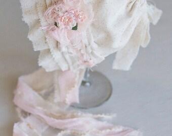 SAVANNAH. Linen. Fabric Bonnet. Ivory. Pale Pink. Newborn. Baby Girl. Photo Prop. Vintage Style. Tolola Design.
